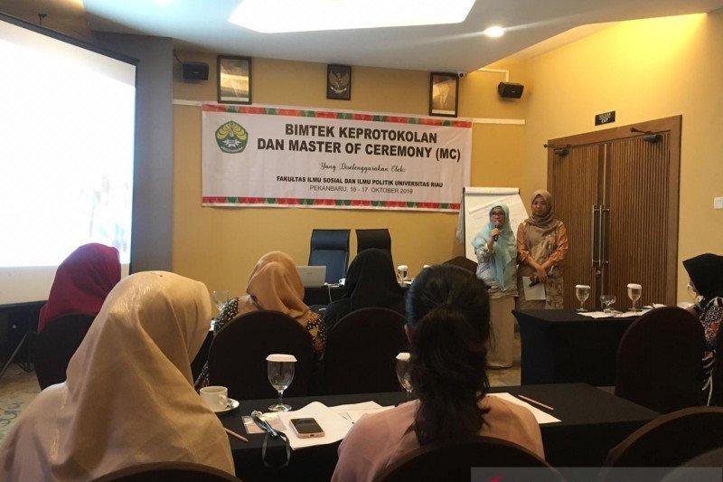 VIDEO - MC kondang Riau isi pelatihan Keprotokolan dan Master of Ceremony