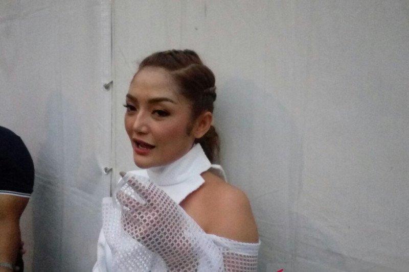 """Siti Badriah mengaku tak dibayar di konser """"Musik Untuk Negeri"""""""