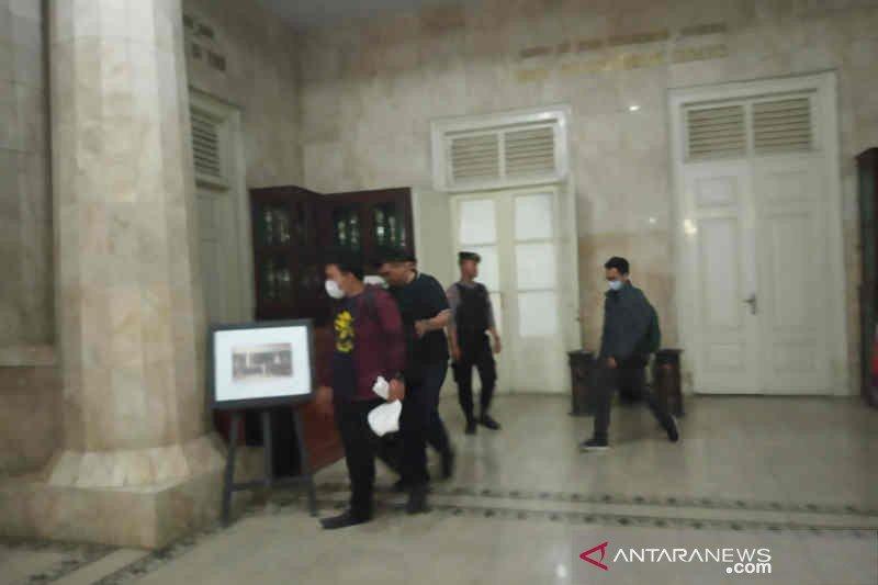 Penyidik KPK geledah ruang kerja Bupati Indramayu selama tujuh jam