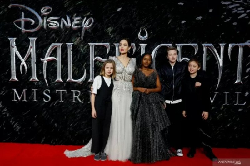 """Mampukah Angelina Jolie """"Maleficent"""" akan geser  """"Joker"""" ?"""
