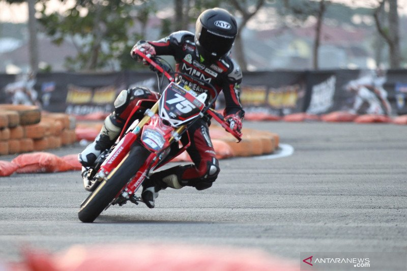 Tommy Salim rebut pole position FFA 250 Supermoto Trial Game Asphalt