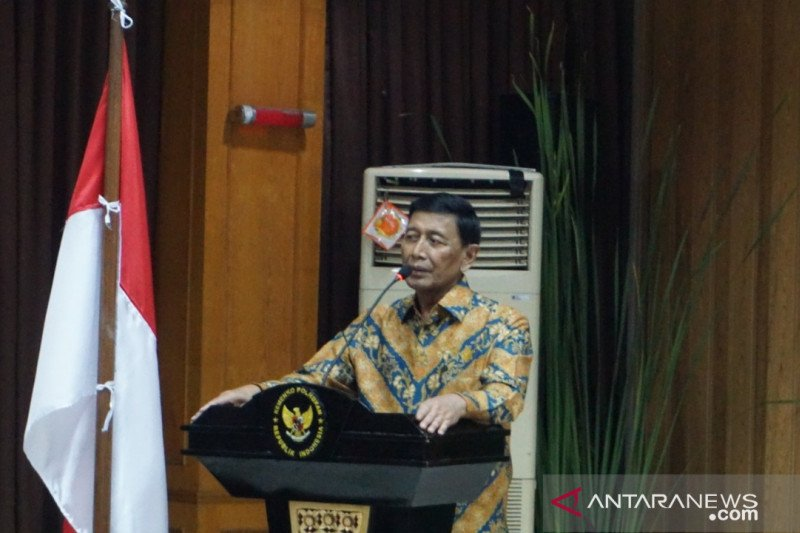 Wiranto silaturahmi dengan jajaran Kemenko Polhukam didampingi dokter
