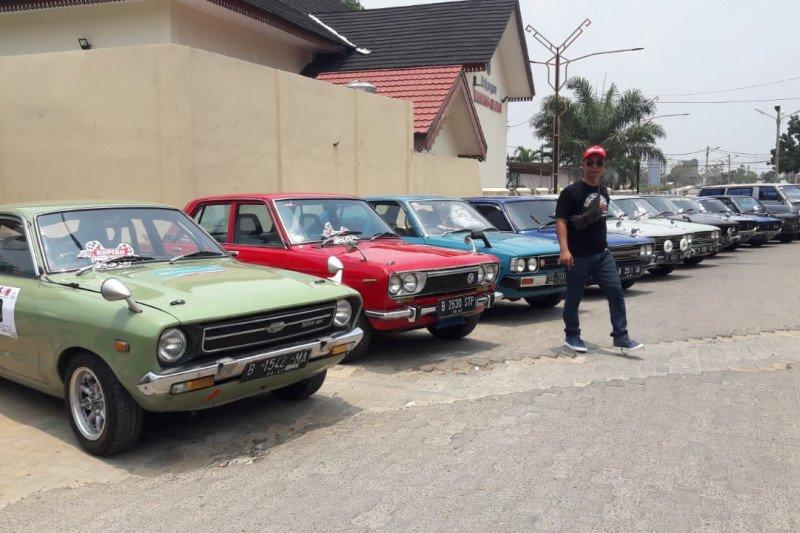"""Ratusan mobil klasik """"mejeng"""" di PKOR Wayhalim Bandar Lampung"""