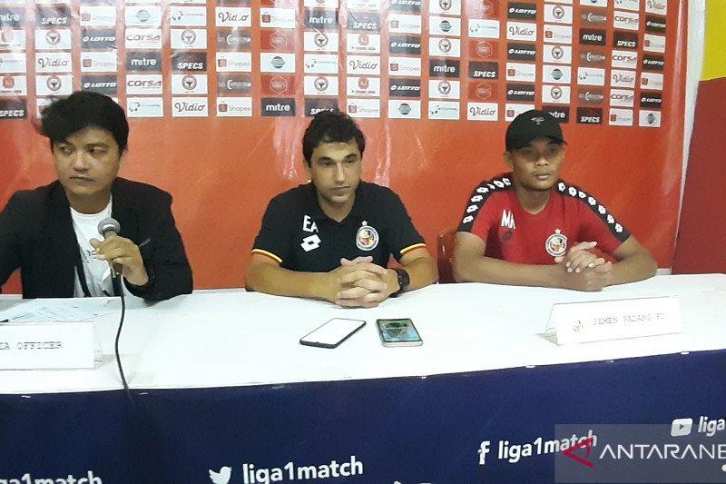 Almeida beri kesempatan pemain Semen Padang