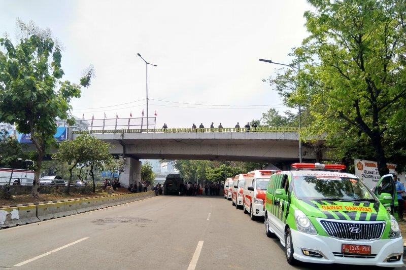 Jalan depan  DPR/MPR steril dari kendaraan bermotor dan warga