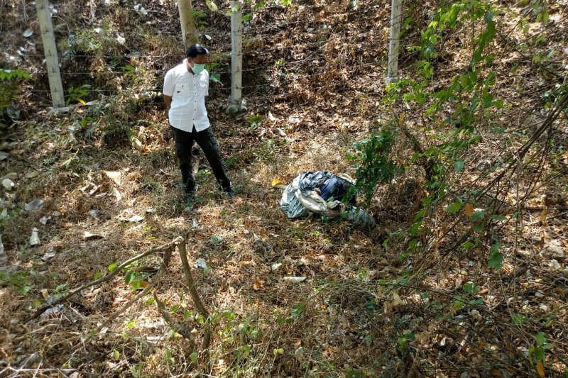 Jasad wanita terbungkus kain sarung mobil ditemukan di bawah jembatan tol
