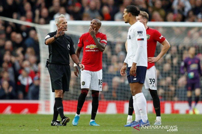 Gol kontroversial MU kontra Liverpool di mata Neville