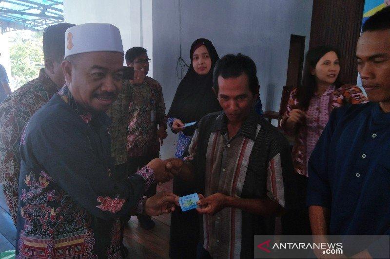 Pemkab bagikan 973 kartu asuransi kepada nelayan di Seruyan