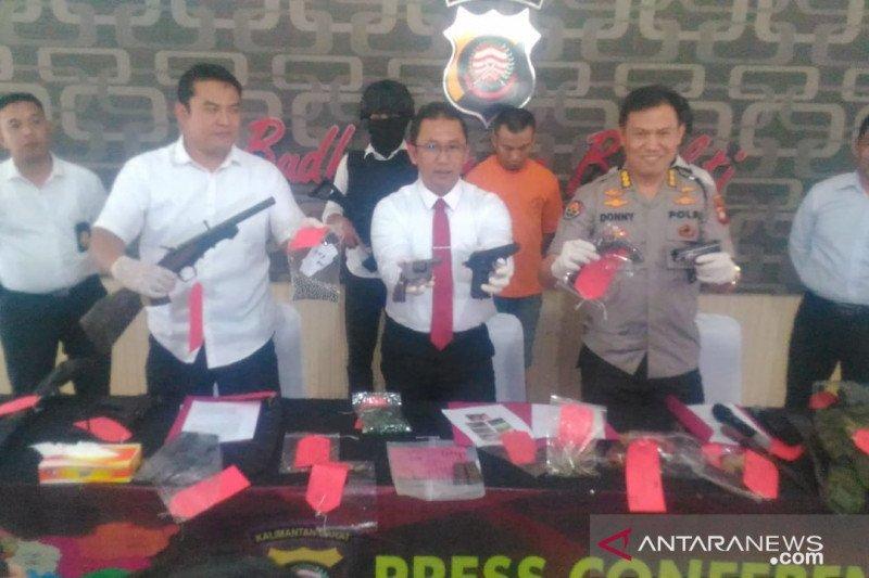 Polda Kalbar tangkap warga pemilik berbagai jenis senjata api