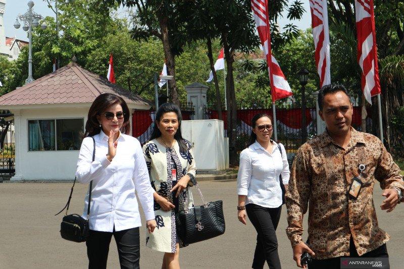 Bupati Minahasa Selatan mendatangi Istana Kepresidenan