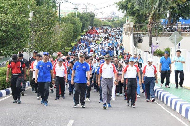 Ribuan pelajar  dan Bupati ikuti jalan sehat Haornas