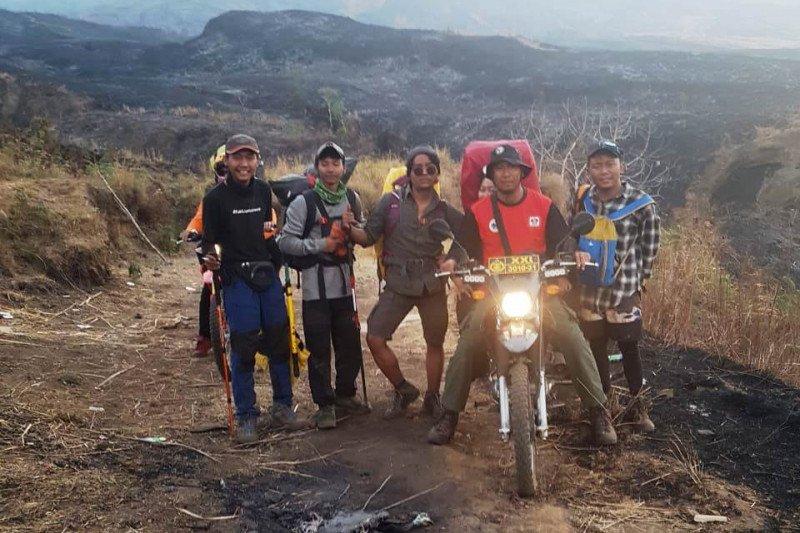 Petugas temukan lima pendaki ketika kebakaran hutan Gunung Rinjani