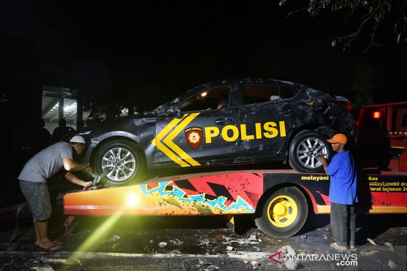 Dua mobil polisi jadi sasaran amukan suporter bola di Yogyakarta