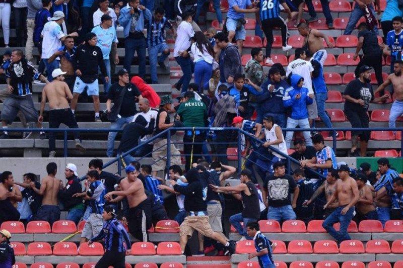 Laga Liga Meksiko dihentikan gara-gara  penonton rusuh