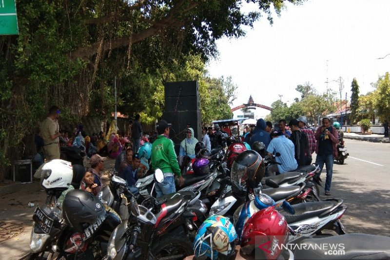 Puluhan warga Batang demo, tuntut pilkades ulang