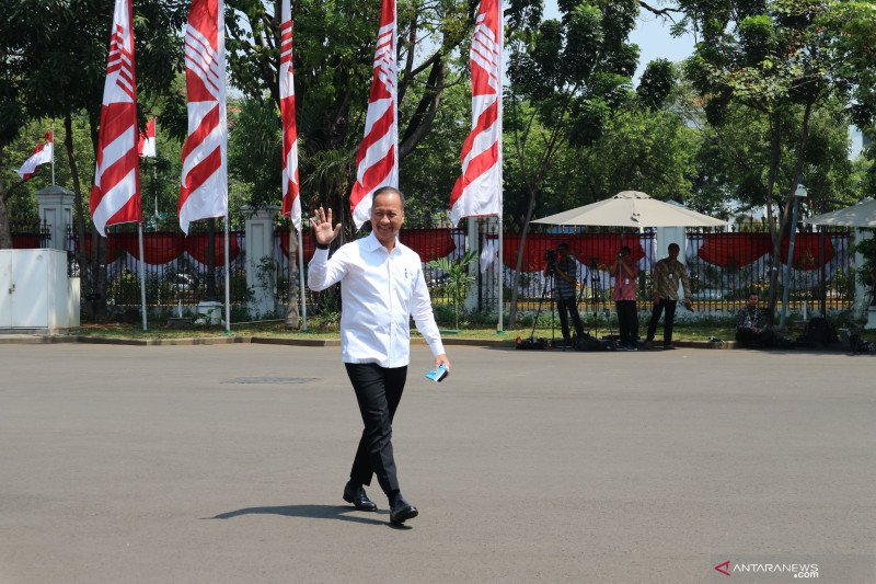 Agus Gumiwang tiba di istana kepresidenan