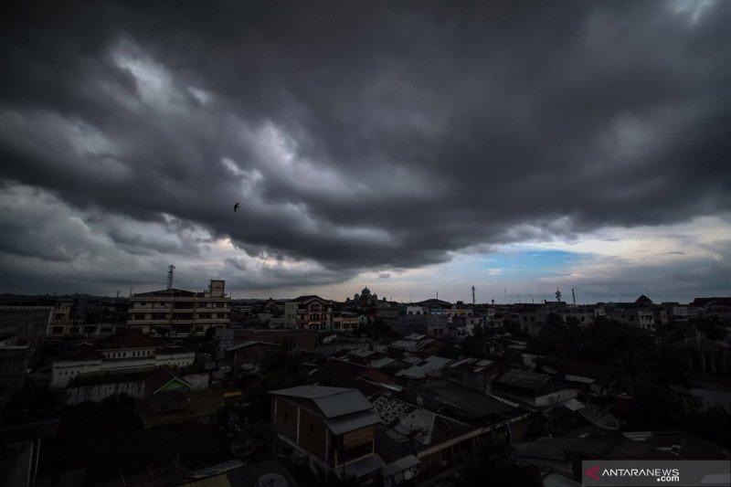 BMKG ingatkan masyarakat waspadai hujan disertai petir