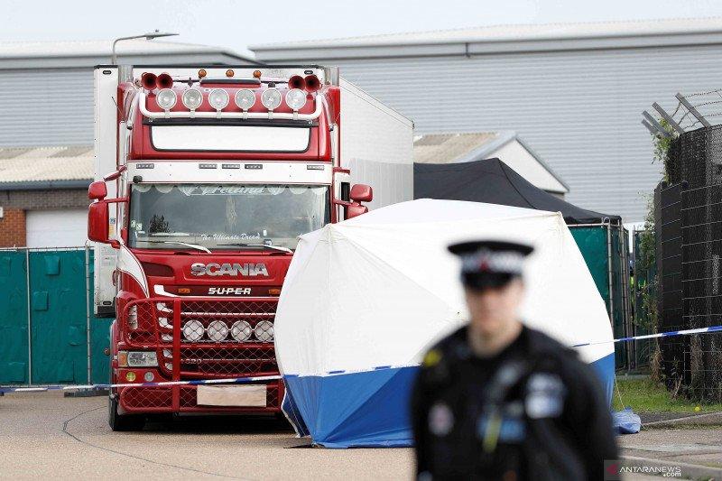 16 migran ditemukan di dalam kontainer tersegel di feri menuju Irlandia