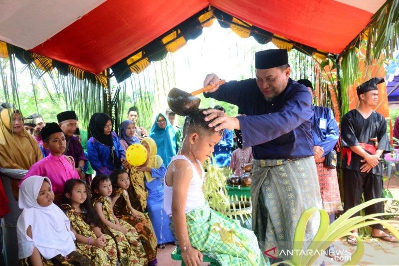 Disbudpar Lingga gelar tradisi mandi safar