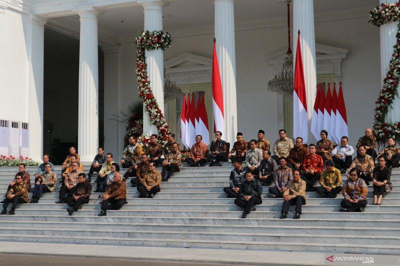Pesan Jokowi kepada para menteri: Dari deradikalisasi sampai sepak bola