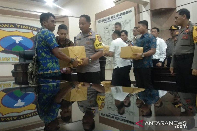 Kapolres Tulungagung berikan bantuan delapan keluarga korban Wamena