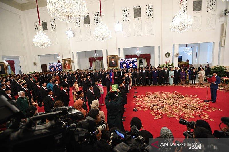 Presiden lantik menteri dan pejabat setingkat Kabinet Indonesia Maju