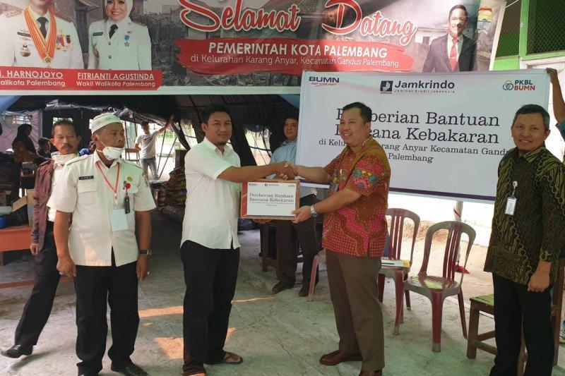 Jamkrindo bantu  ratusan korban kebakaran di Palembang