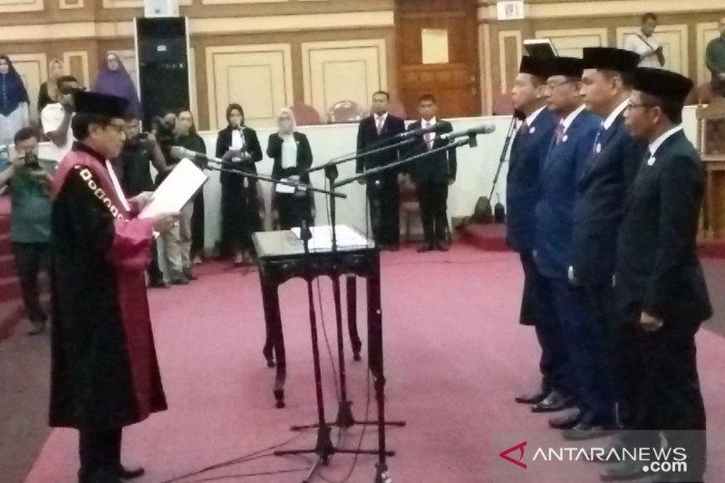 Resmi dilantik, empat pimpinan DPRD Sultra 2019-2024