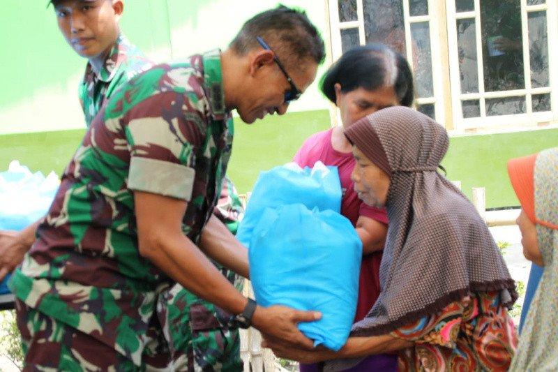 Kodam IV/Diponegoro bantu sembako untuk warga Desa Cilibang