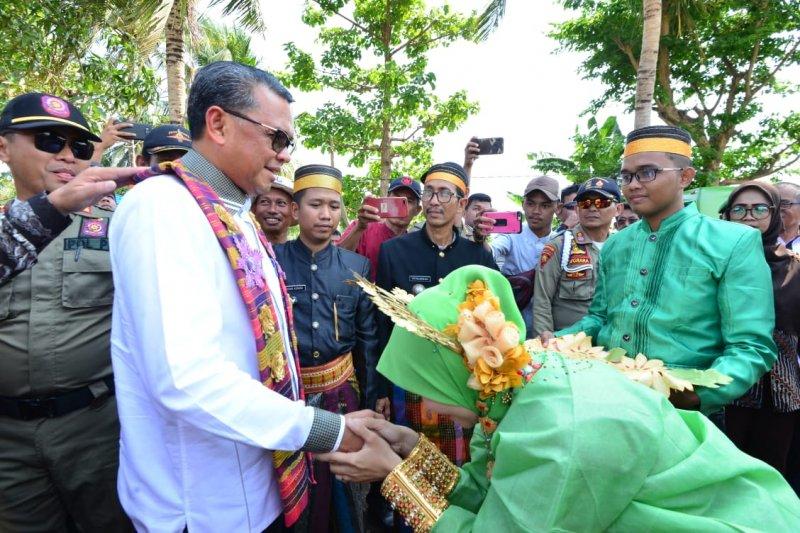 Gubernur Sulsel panen raya bersama ribuan masyarakat Pinrang