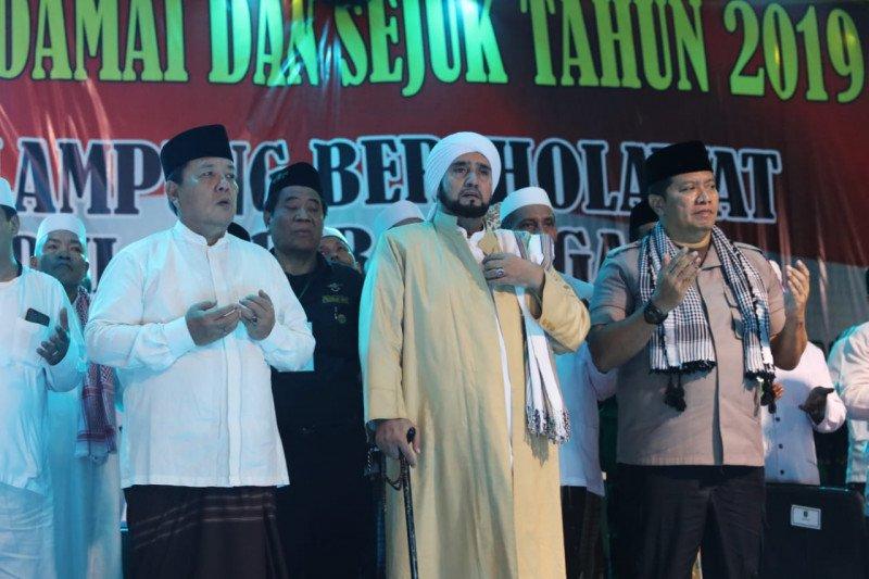 Gubernur bersalawat bersama puluhan ribu masyarakat Lampung