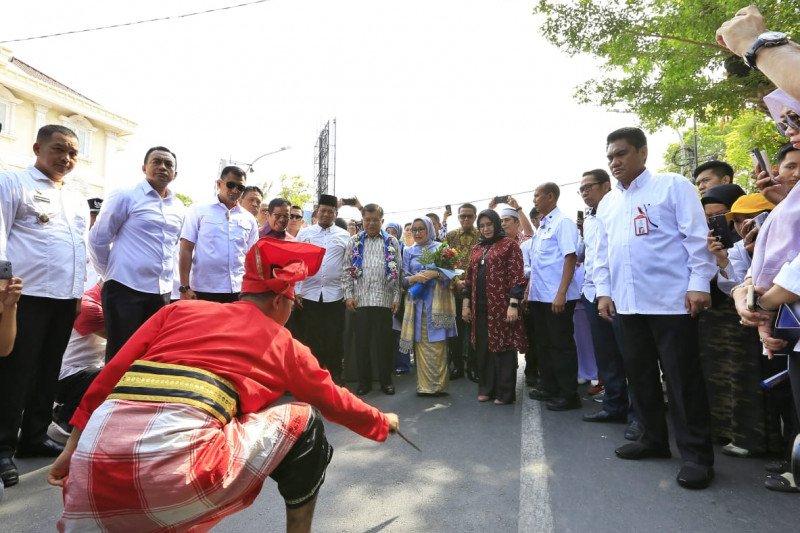 JK disambut tarian Angngaru  di Makassar