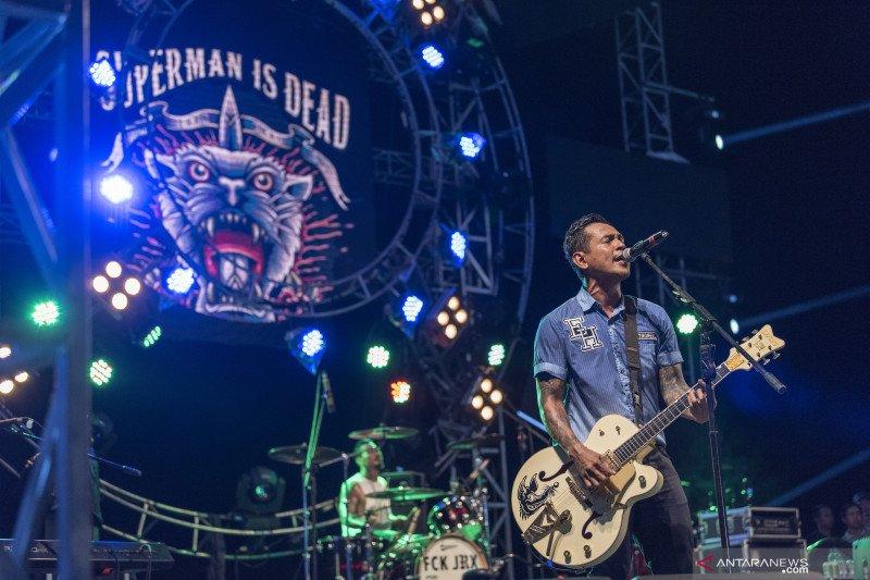 Musik rock  sudah mati atau stagnasi?