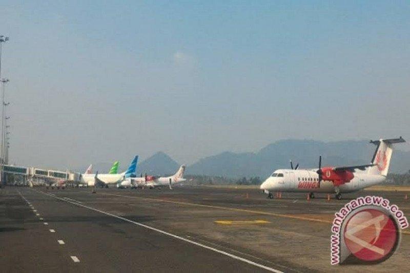 Jarak pandang di Bandara Sam Ratulangi Manado berkurang