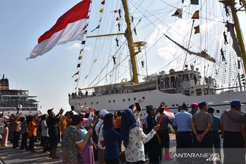 Ribuan masyarakat Bali kunjungi KRI Bima Suci