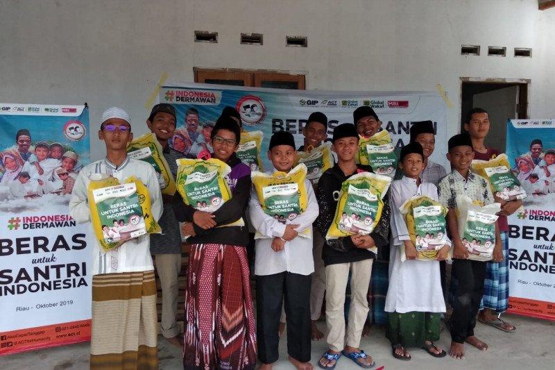 ACT salurkan satu ton beras untuk santri Pesantren Al Baido Pekanbaru