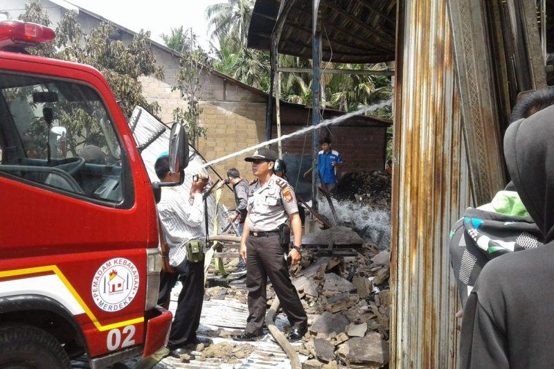 Gudang pengolahan minyak kelapa terbakar akibat api dari tungku