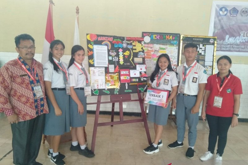 SMA Kristen I Tomohon meningkatkan kreativitas siswa lewat lomba mading