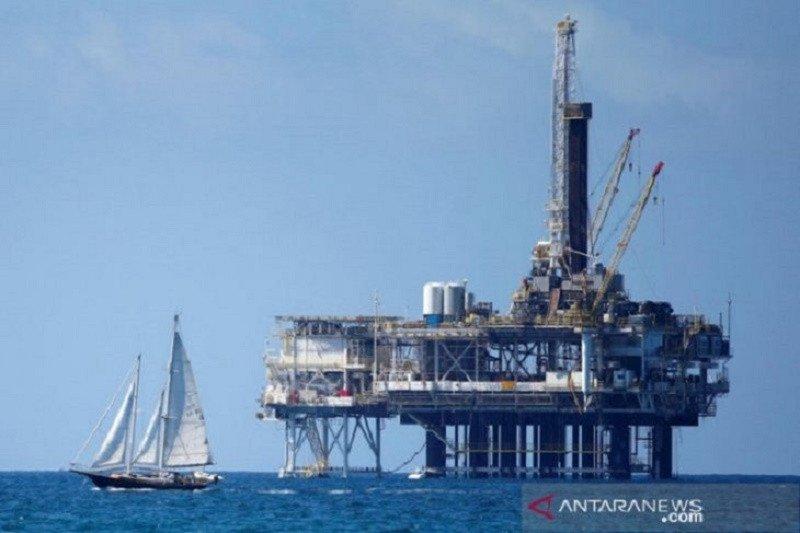 Harga minyak turun di tengah kenaikan stok AS dan perkiraan surplus OPEC