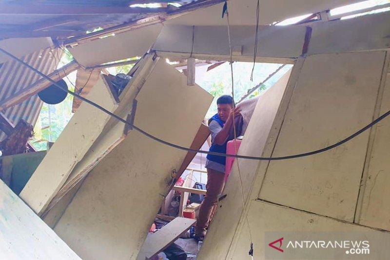 14 rumah dan sekolah di Manado rusak akibat angin kencang