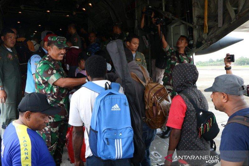 Lanud Silas Papare pulangkan 128 pengungsi ke Wamena