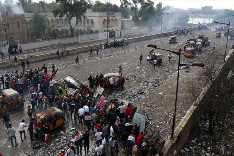 Kerusuhan rugikan miliaran dolar, PM Irak desak aksi protes dihentikan
