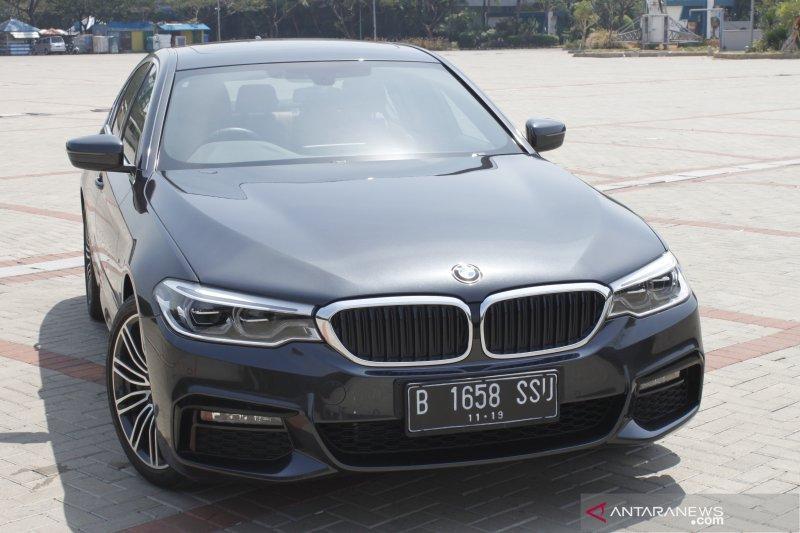 Cara kerja fitur parkir otomatis BMW 530i M Sport