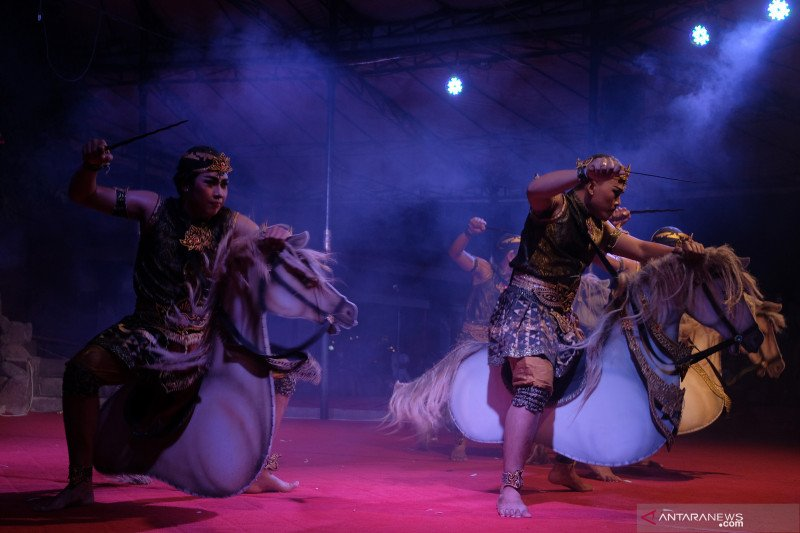 Pagelaran tari kontemporer festival seni Bali Jani