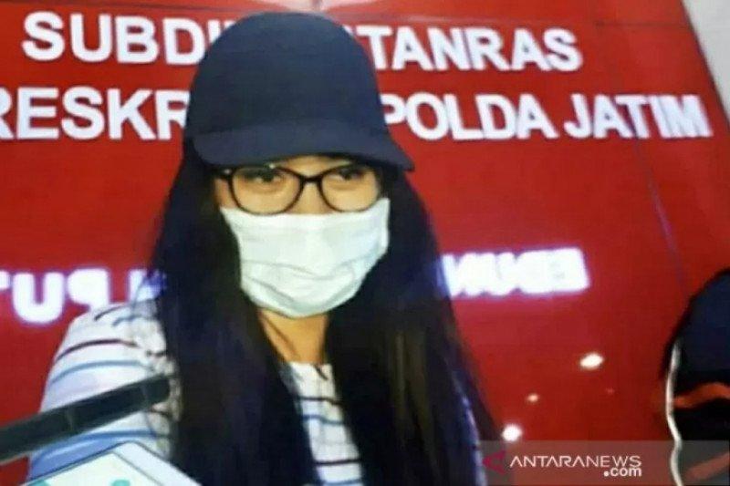 Muncikari S tersangka kasus prostitusi publik figur buron