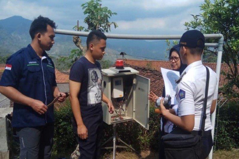 Prototipe alat deteksi longsor dipasang STMKG di Banjarnegara