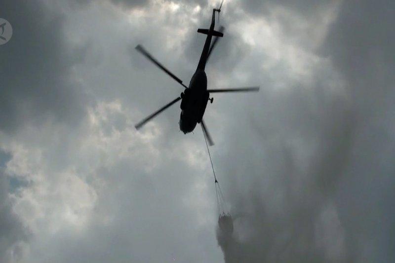 Upaya water bombing di Kalteng masih berlangsung