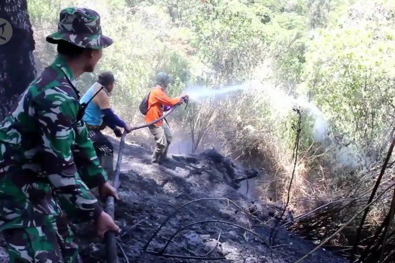 Ratusan personel TNI-Polri atasi kebakaran Gunung Semeru