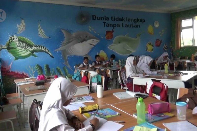 Ciptakan suasana nyaman dengan lukisan mural di ruang kelas
