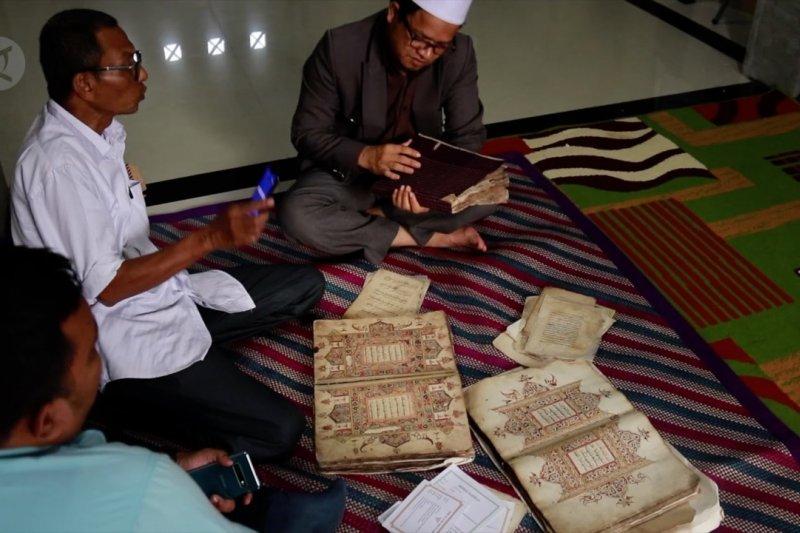 Melihat koleksi naskah kerajaan Aceh kuno
